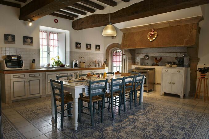 cuisine de caract re dans un manoir typiquement breton manoir de keringant. Black Bedroom Furniture Sets. Home Design Ideas